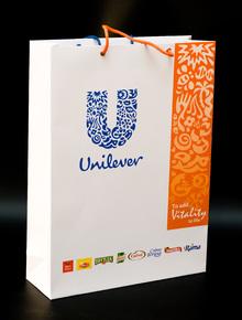 бумажный пакет, мелованная бумага,офсетная печать логотипа,матовая ламинация на пакете