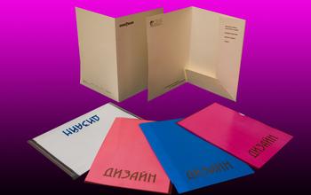 бумажная папка,папка бумажная с логотипом, шелкография на папках,папки уголки с печатью,вырубные бумажные папки