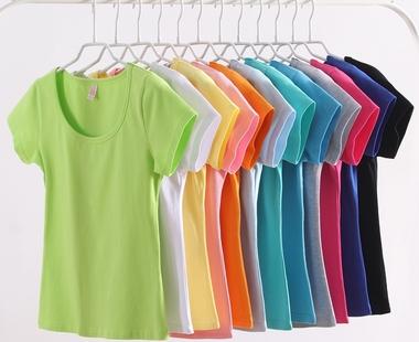 корпоративные футболки с логотипом, логотип на футболках,цветные футболки,футболки белые,логотип на цветных футболках,белые футболки с печатью